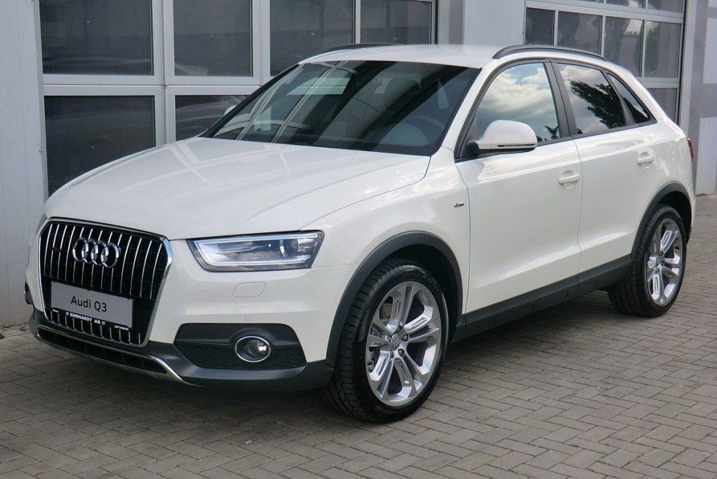 1200px-Audi_Q3_2.0_TFSI_quattro_S_tronic_Amalfiweiß